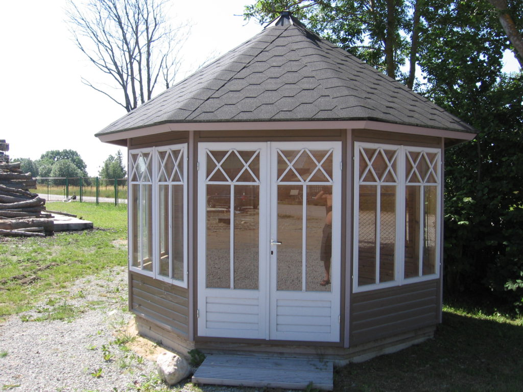ENCLOSED GAZEBO KATARIINA 9 m²